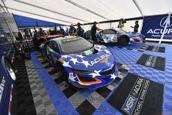#86 Michael Shank Racing Acura NSX, #93 Michael Shank Racing Acura NSX