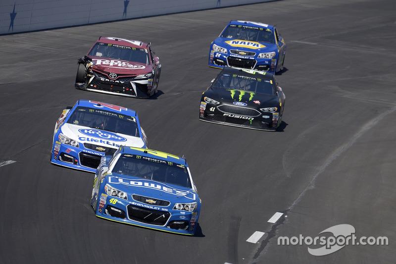 Jimmie Johnson, Hendrick Motorsports, Chevrolet; A.J. Allmendinger, JTG Daugherty Racing, Chevrolet