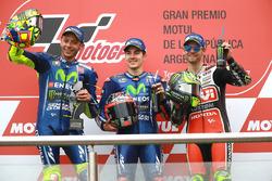 Podium: segundo, Valentino Rossi, Yamaha Factory Racing, ganador, Maverick Viñales, Yamaha Factory Racing, tercero, Cal Crutchlow, Team LCR Honda