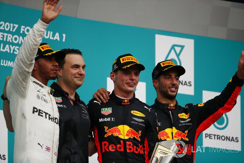 15º Podio del GP de Malasia 2017 - 2º Lewis Hamilton, Mercedes; 1º Max Verstappen, Red Bull Racing; 3º Daniel Ricciardo, Red Bull Racing