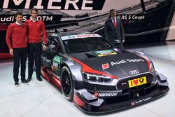 Лоик Дюваль, Нико Мюллер и Дитер Гасс, глава Audi Sport рядом с Audi RS 5 DTM 2017