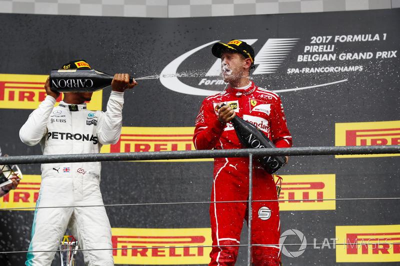 Podium: ganador, Lewis Hamilton, Mercedes AMG F1, segundo, Sebastian Vettel, Ferrari
