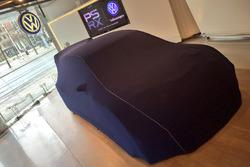 Автомобиль PSRX Volkswagen Sweden под покрывалом