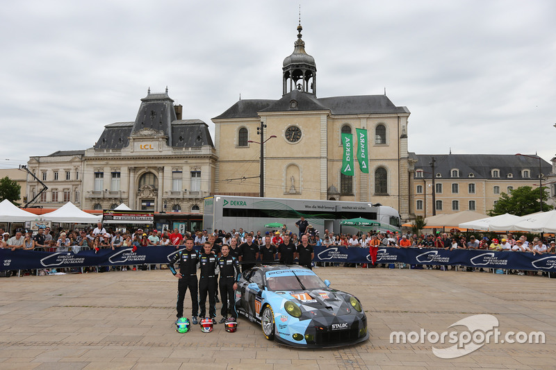 #77 Dempsey Proton Competition Porsche 911 RSR: Christian Ried, Matteo Cairoli, Marvin Dienst