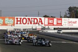 Start: Josef Newgarden, Team Penske Chevrolet leads