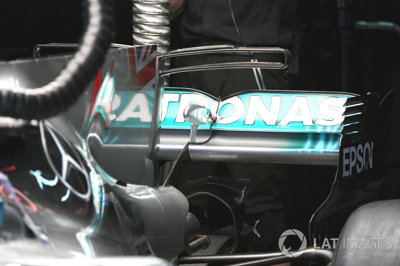 Заднее антикрыло Mercedes F1 W08