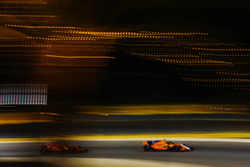 Fernando Alonso, McLaren MCL33 Renault, leads Stoffel Vandoorne, McLaren MCL33 Renault
