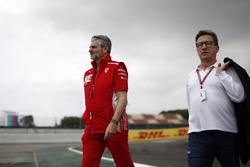 Maurizio Arrivabene, Team Principal Ferrari e Louis Camilleri, Chairman Philip Morris, camminano lungo il circuito
