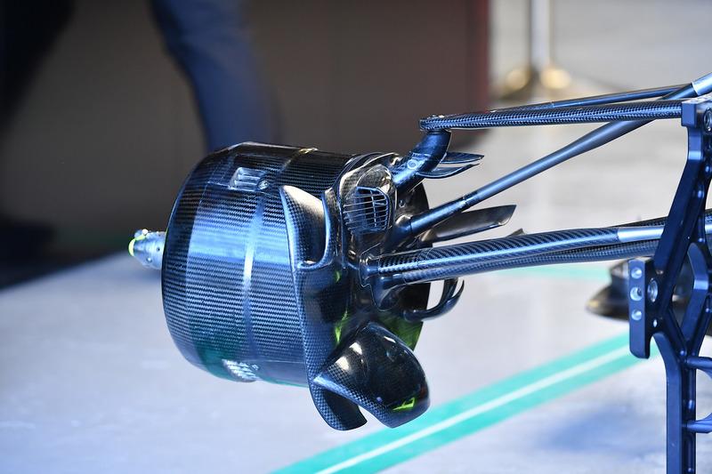 Вузол кріплення переднього колеса Mercedes-AMG F1 W09