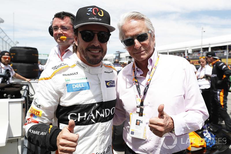 Fernando Alonso, McLaren, y el actor Michael Douglas