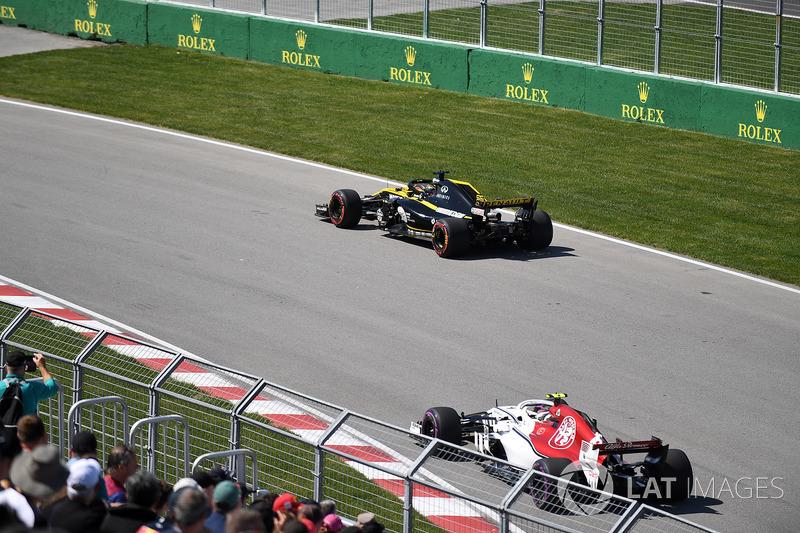 Nico Hulkenberg, Renault Sport F1 Team R.S. 18 and Charles Leclerc, Sauber C37