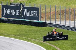 Stoffel Vandoorne, McLaren, retires from the race