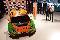 Grasser Racing Team Lamborghini Huracan GT3, Armando Donazzan, Orange1 Racing eigenaar en jonge schrijver Alessandro 'Spiz' Vezzani