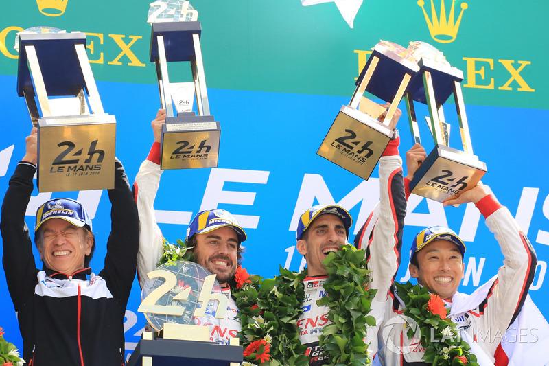 24 години Ле-Мана (WEC закінчується у 2019 році): Загальний подіум: переможці Себастьян Буемі, Казукі Накадзіма, Фернандо Алонсо, Toyota Gazoo Racing