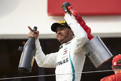 Lewis Hamilton, Mercedes AMG F1, 1st position, leaves the trophy with his trophy and Champagne