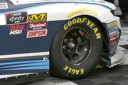 Kyle Larson, Chip Ganassi Racing, Chevrolet Camaro DC Solar's right front wheel in victory lane