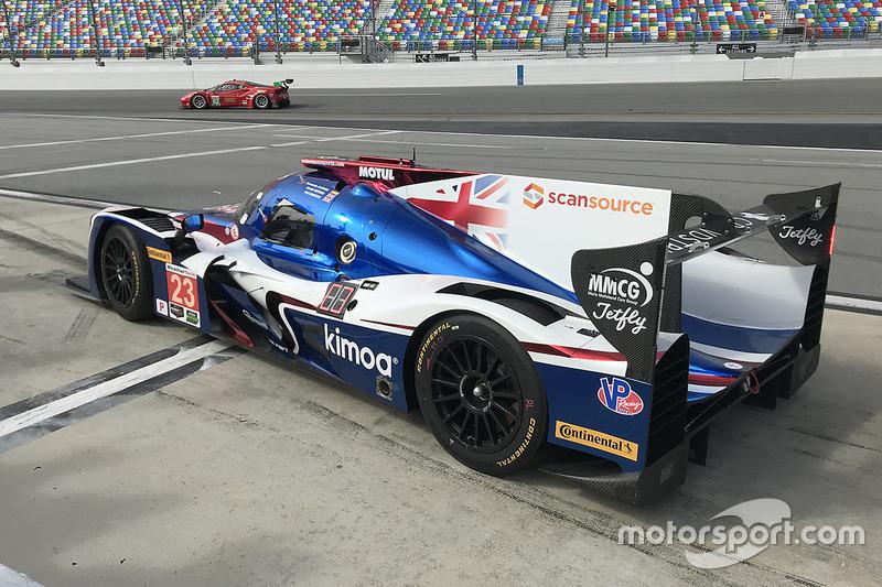 Fernando Alonso, United Autosports leaves the pits