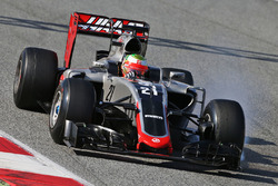 Esteban Gutierrez, Haas F1 Team VF-16 locks up