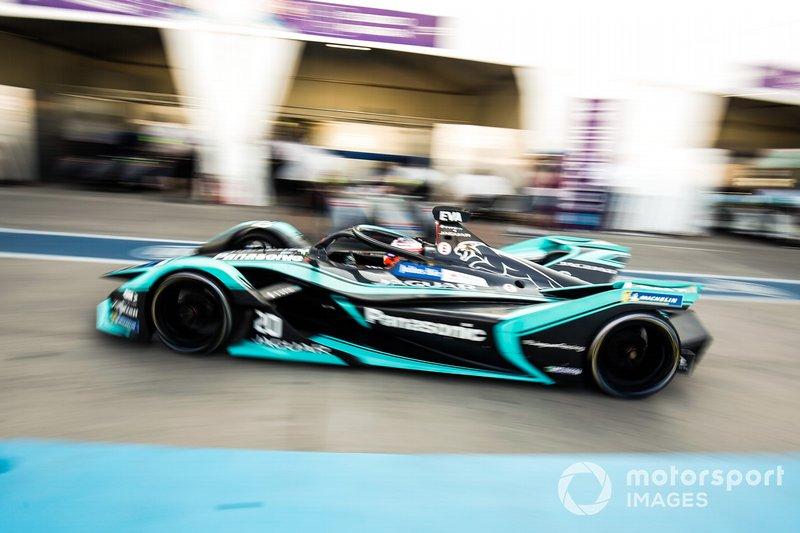 Mitch Evans, Jaguar Racing, Jaguar I-Type 3, in pit lane