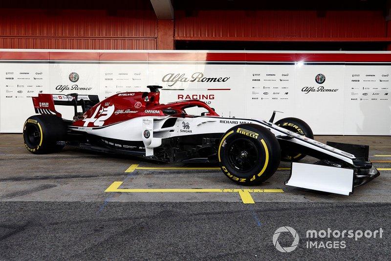 Машина Alfa Romeo Racing C38