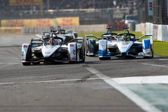 Felipe Nasr, Dragon Racing, Penske EV-3 Alexander Sims, BMW I Andretti Motorsports, BMW iFE.18 ahead of Stoffel Vandoorne, HWA Racelab, VFE-05 who is in attack mode