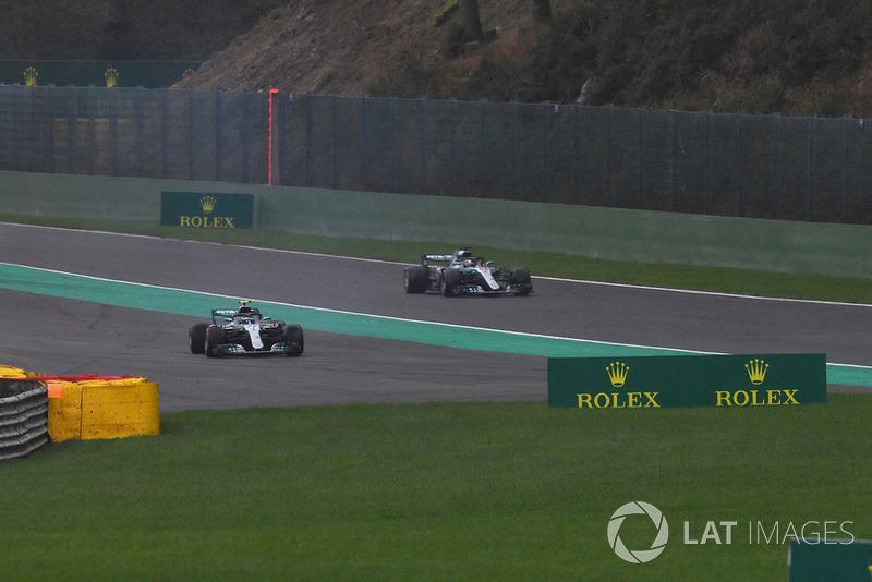 Valtteri Bottas, Mercedes AMG F1 W09 trompea en Q3 junto a Lewis Hamilton, Mercedes AMG F1 W09