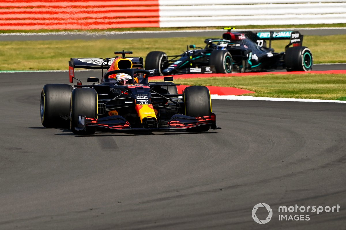 Max Verstappen, Red Bull Racing RB16, Valtteri Bottas, Mercedes F1 W11