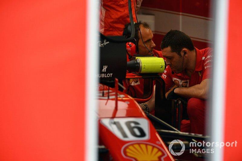 La Ferrari SF71H dans le garage