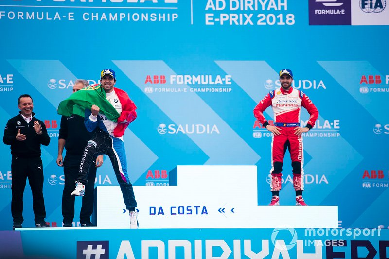 Il vincitore Antonio Felix da Costa, BMW I Andretti Motorsports, salta sul podio