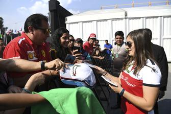 Tatiana Calderon, Alfa Romeo Sauber F1 Team Test Driver signs autographs for the fans