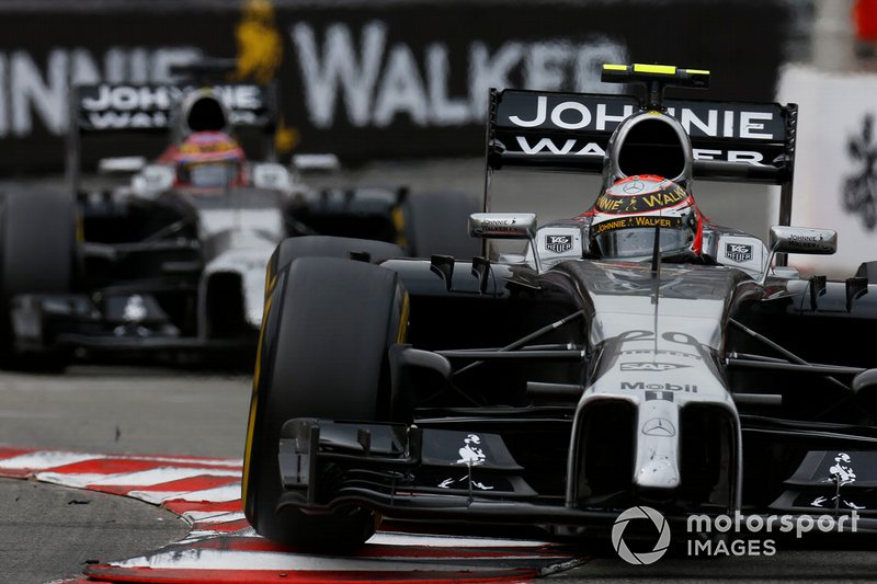 Kevin Magnussen, McLaren MP4-29 Mercedes, devance Jenson Button, McLaren MP4-29 Mercedes