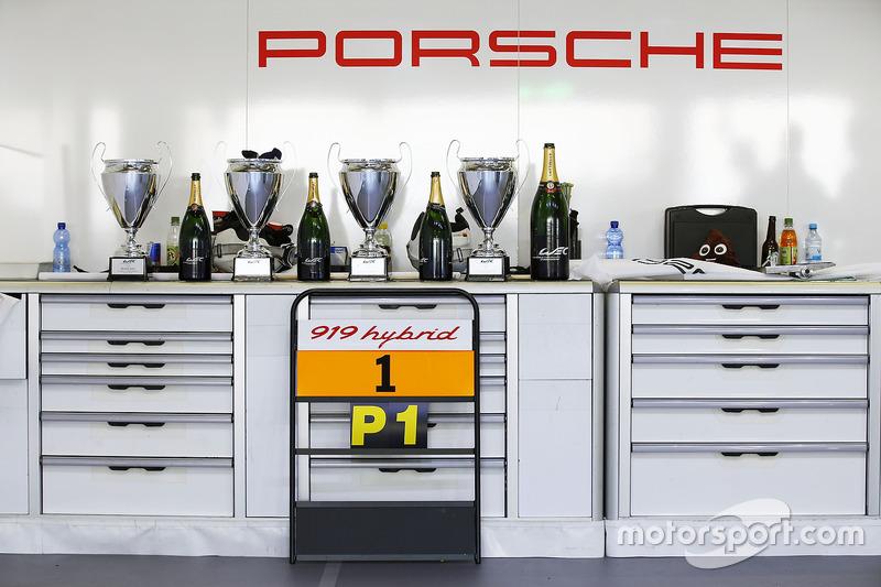 Nach der Siegerehrung bei Porsche
