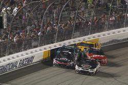 Kurt Busch, Stewart-Haas Racing Chevrolet starts to crash