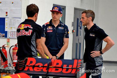 Max Verstappen bezoekt Red Bull Racing-fabriek