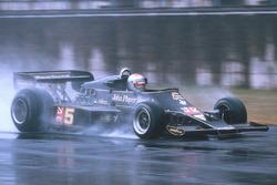 Mario Andretti, Lotus 77 Ford