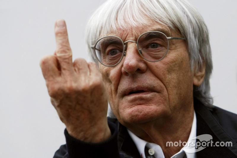 Bernie Ecclestone zeigt den Stinkefinger