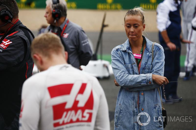 Kevin Magnussen, Haas F1 Team, y su novia Louise