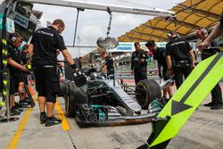Valtteri Bottas, Mercedes-Benz F1 W08 s'arrête au stand