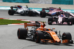 Stoffel Vandoorne, McLaren MCL32, Sergio Perez, Sahara Force India F1 VJM10, Esteban Ocon, Sahara Force India F1 VJM10, Lance Stroll, Williams FW40
