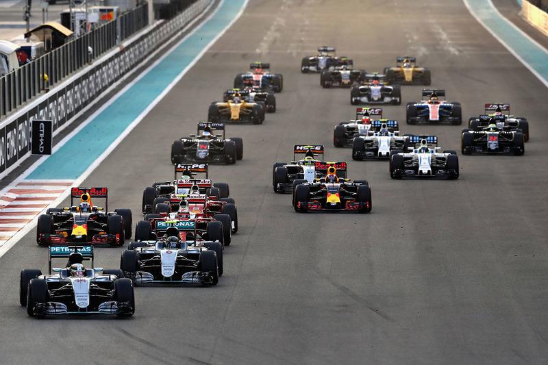 Lewis Hamilton, Mercedes AMG F1 W07 Hybrid conduce al inicio de la carrera