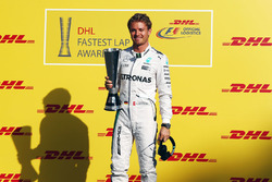 Nico Rosberg, Mercedes AMG F1 presented with the DHL fastest lap award