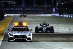 Le Safety Car devant Lewis Hamilton, Mercedes AMG F1 W08
