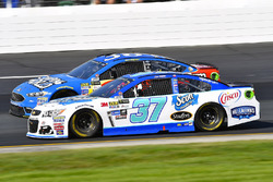 Chris Buescher, JTG Daugherty Racing Chevrolet and David Ragan, Front Row Motorsports Ford