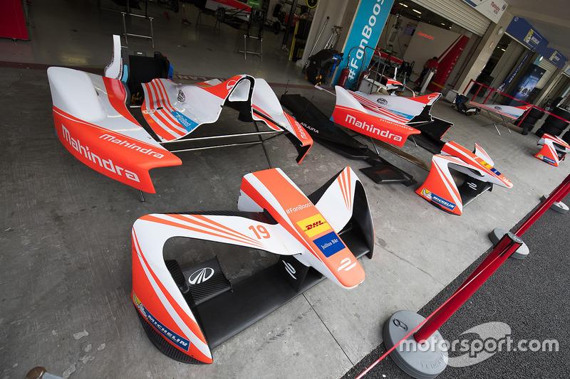 Bodywork vor der Box von Mahindra Racing