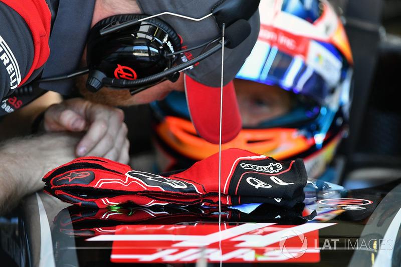 Romain Grosjean, Haas F1 guantes Alpinestars