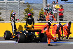 Jolyon Palmer, Renault Sport F1 Team RS17 choca en la vuelta 1
