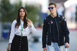 Daniil Kvyat, Scuderia Toro Rosso, con la fidanzata Kelly Piquet