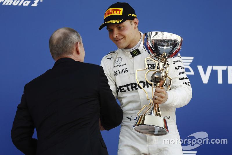 Podium: race winner Valtteri Bottas, Mercedes AMG F1, Vladimir Putin