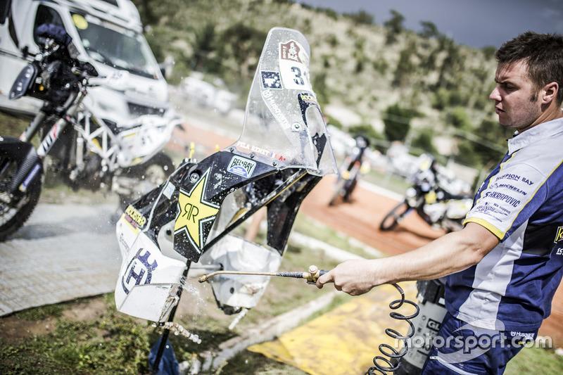 Mecánico del #31 Husqvarna Factory Racing: Pela Renet