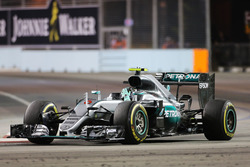 Переможець гонки Ніко Росберг, Mercedes AMG F1 W07 Hybrid celebrates at the end of the race